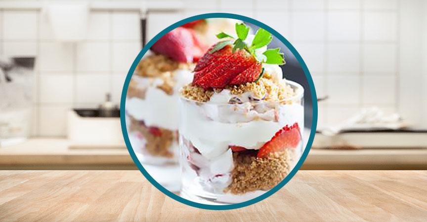 Yogurt with Strawberries and Graham Crackers