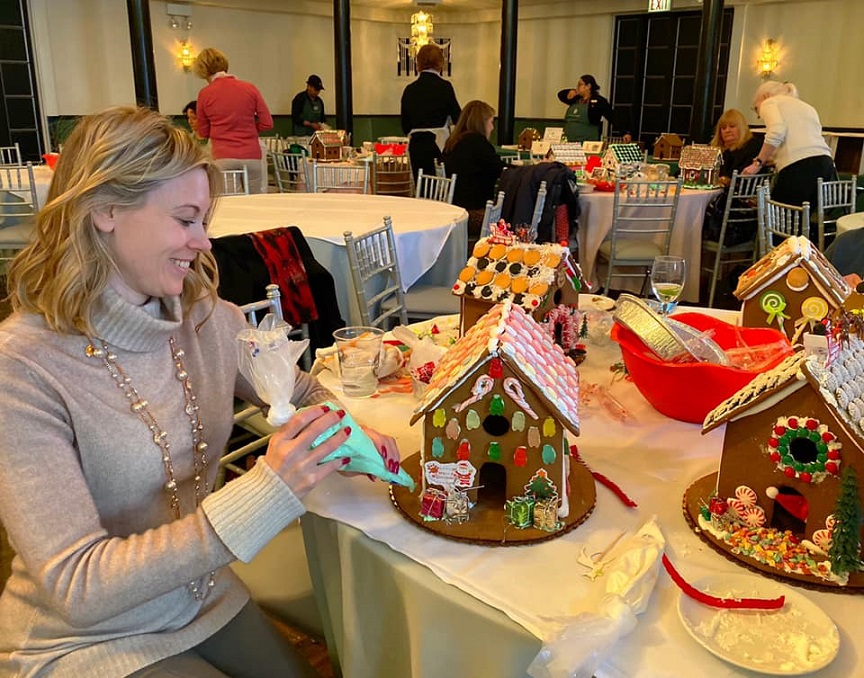 Holiday Destresser: Decorate a Gingerbread House